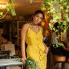 saynalo-vestido-amarelo-bolso-fenda